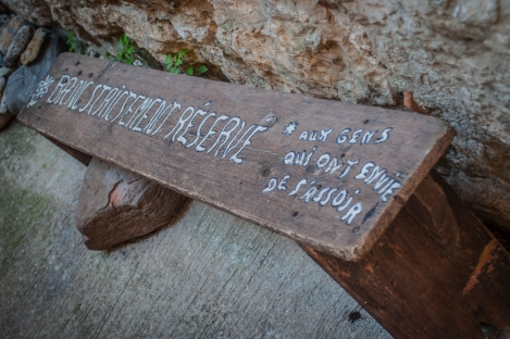 "Translation (I think):  ""Bench Strictly Reserved *For Those Who Wish to Sit Down"""